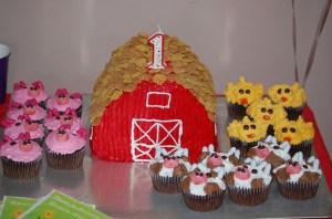 Barn Cake with Farm Animal
