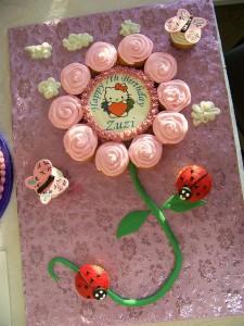 Hello Kitty Flower Cupcake